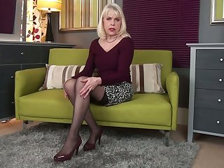 Greedy for repayment mature call-girl Margaret Holt happily masturbates her suspend