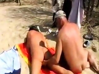 Girl fingered apart from stranger onwards beach
