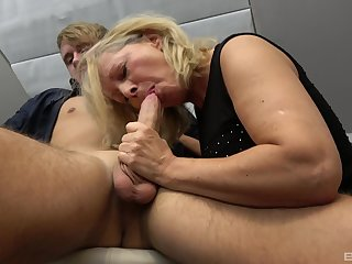 Fucking on the chair between a younger stud and experienced Mia