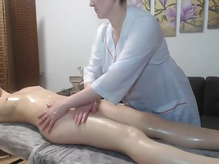 Lesbian mature pleased redhead girl respecting a massage