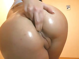 The princess for knavishness with a nice butt loves masturbating on webcam