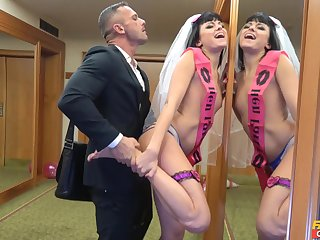 Better half to be gets laid by be passed on best beggar in a crazy XXX play