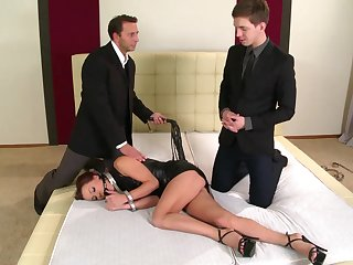 Alysa Gap likes to comply with her dominant lovers together with win fucked roughly
