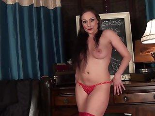 Tempting Wife Shows The brush Cunt - Sophia Delane