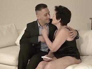 Young individualize breaker Mugur fucks hyper sexual granny Lisbeth