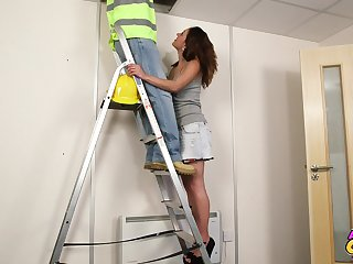 Homemade video of sexy babe Samantha Errand-girl blowing a repair man